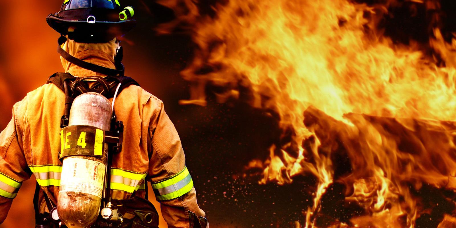 چرا آتش نشانان این لباس های خنده دار را می پوشند؟